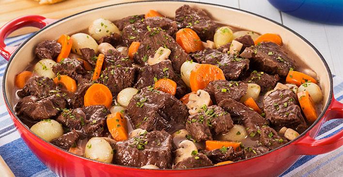 Carne Friboi com cenouras e batatas