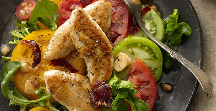 Frango com salada e tomate da Just Bare