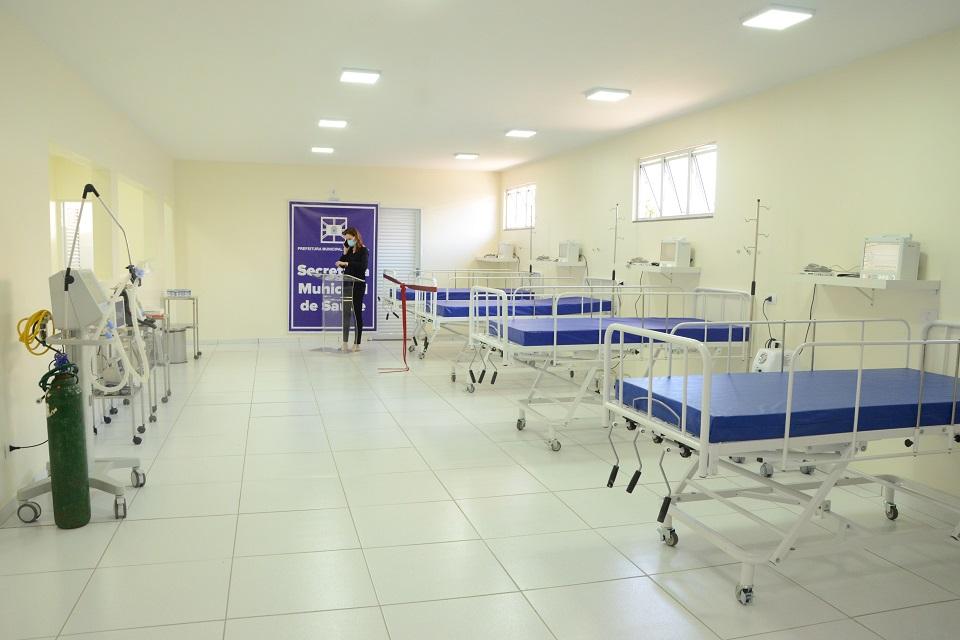 leitos de hospitais com respiradores